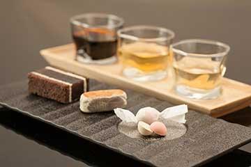 三種類の和菓子とドリンクのセット