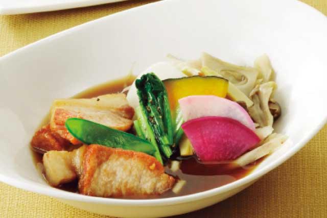 ほうじ茶を使った愛知県産ポークの肉骨茶(パクテー)スープおむすび付き